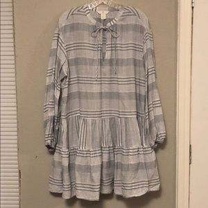 Navy and white detailed tunic top